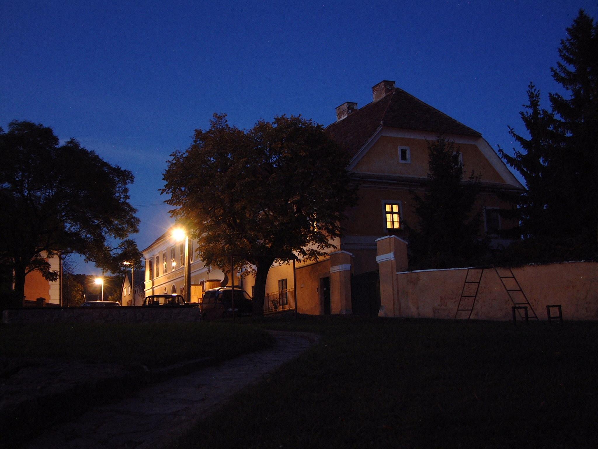 Éjszakai városrészlet